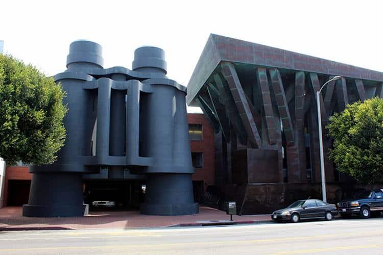 10 από τα πιο εντυπωσιακά κτίρια του μεταμοντέρνου αρχιτέκτονα Frank Gehry (φωτογραφίες)