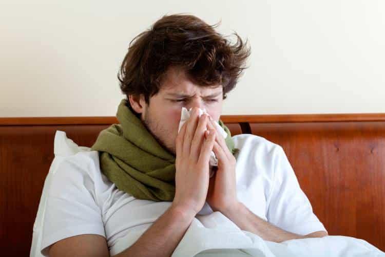 Επίμονο κρυολόγημα: 7 λόγοι που δυσκολευόμαστε να αναρρώσουμε