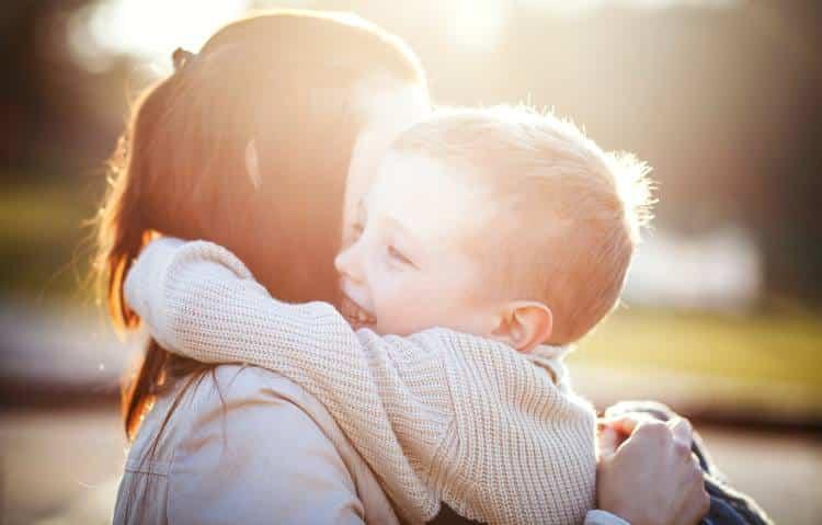 Παγκόσμια Ημέρα Αγκαλιάς: 5 επιστημονικά στοιχεία για το καλύτερο φάρμακο