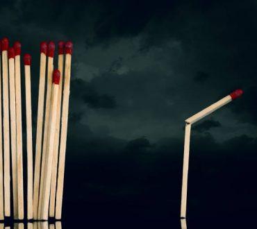 Γιατί η απόρριψη μας πονά τόσο πολύ και πώς μπορούμε να τη διαχειριστούμε
