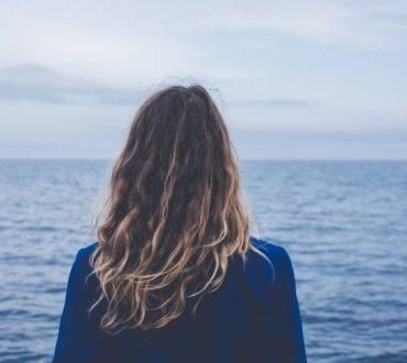 Παιδική συναισθηματική παραμέληση: Πώς μας επηρεάζει στην ενήλικη ζωή και πώς να την ξεπεράσουμε