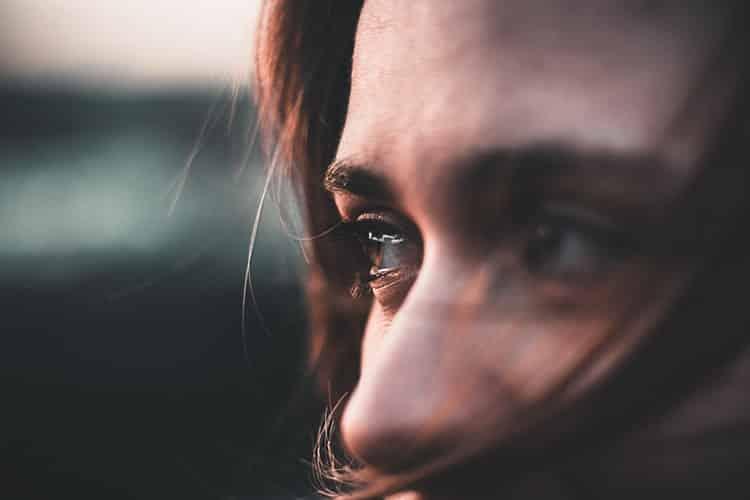 Πόσο υγιές είναι να μοιραζόμαστε πάντα τα συναισθήματά μας;