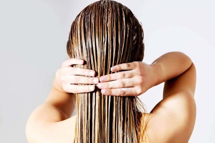 Σπιτική μάσκα μαλλιών με καστορέλαιο για βαθιά ενυδάτωση