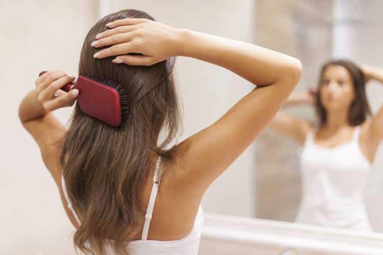 6 υγιεινές βραδινές συνήθειες που χαρίζουν υγεία στην επιδερμίδα και στα μαλλιά μας