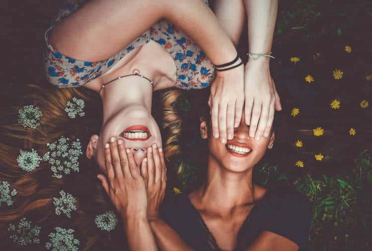 Τίποτα απ' όσα φοράς δεν είναι πιο όμορφο από το χαμόγελό σου!