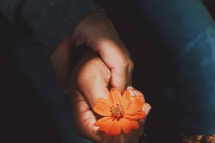 Σταντάλ: «Ο έρωτας είναι ένα εξαίσιο λουλούδι, που όμως πρέπει να κόψεις από την άκρη ενός γκρεμού»