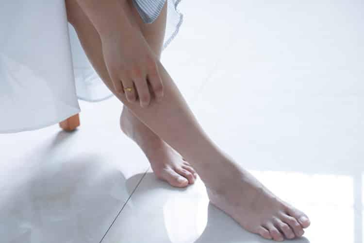 4 φυσικοί τρόποι να αποκτήσουμε απαλά πόδια