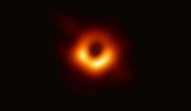 Η ΝASA δημοσίευσε την πρώτη φωτογραφία μαύρης τρύπας σε μια ιστορική στιγμή για την αστρονομία