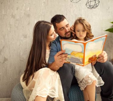 5 λόγοι που είναι σημαντικό να διαβάζουμε παραμύθια στα παιδιά