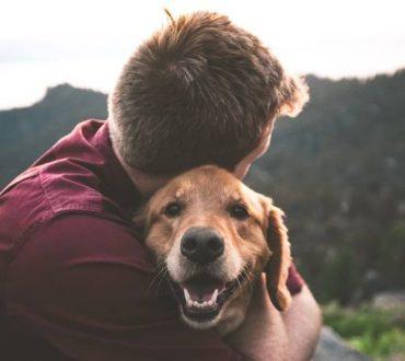 Η αγκαλιά είναι η πιο αυθεντική μορφή επικοινωνίας