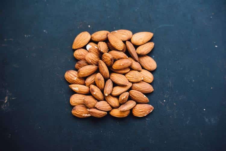 Τα αμύγδαλα μειώνουν τη χοληστερίνη και τον κίνδυνο καρδιαγγειακών νόσων