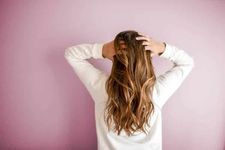Αποτοξίνωση μαλλιών: 3 φυσικοί τρόποι να επαναφέρουμε την υγεία και τη λάμψη