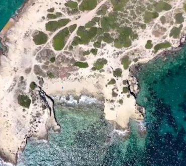 """""""Τα φιόρδ της Αττικής"""": Πετώντας πάνω από το άκρο Αιξώνη και Βουλιαγμένη (Βίντεο)"""