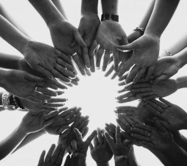 Ο κύκλος της επιβίωσης: Τι μας διδάσκει η φύση για την αξία της αλληλεγγύης