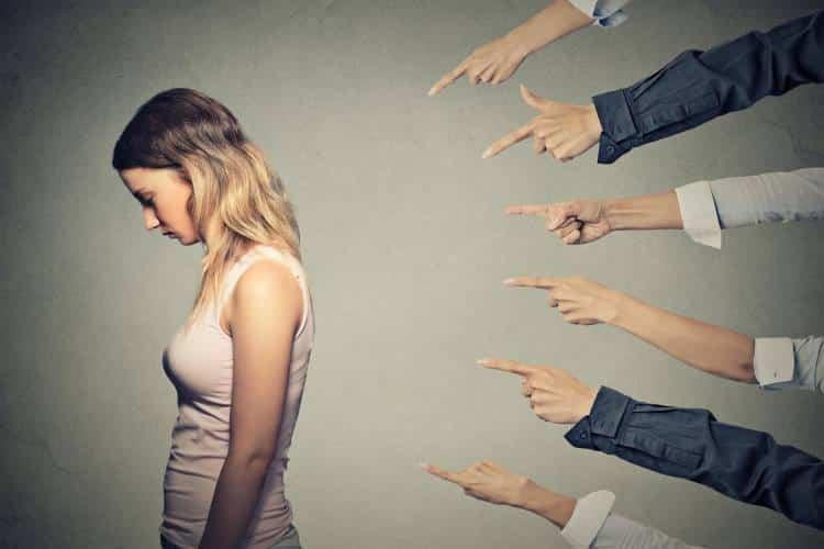 Ο κόσμος θα έχει πάντα ένα λόγο να σε κρίνει, εσύ τι λόγο έχεις να τον ακούς;