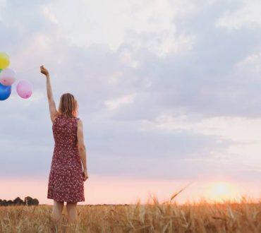 Νόμος της έλξης: Πώς ο αποχωρισμός μας φέρνει πιο κοντά σε αυτό που θέλουμε πραγματικά