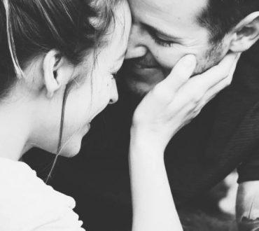 Πότε ήταν η τελευταία φορά που επιτρέψατε σε κάποιον να σας κάνει να γελάσετε;