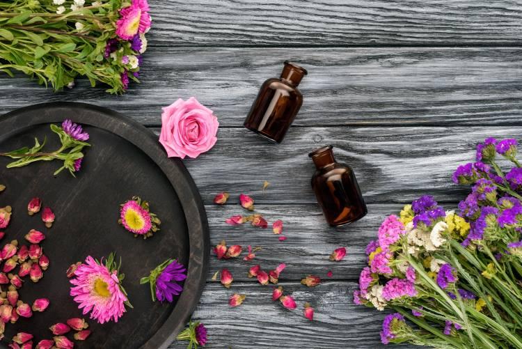 5 προϊόντα ομορφιάς που μπορούμε να φτιάξουμε με αιθέρια έλαια