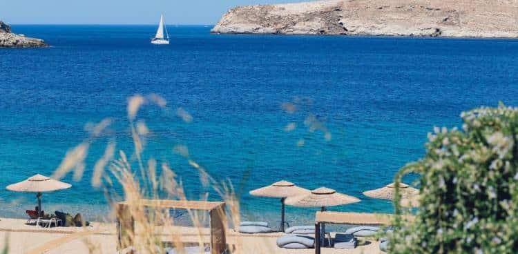 Η Σέριφος είναι το πρώτο νησί που απέκτησε παραλία για αντικαπνιστές