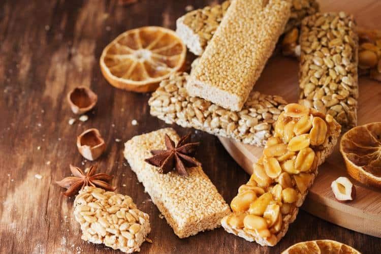 Συνταγή: Θρεπτικό σπιτικό παστέλι με μέλι, σουσάμι και κολοκυθόσπορο