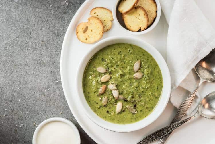 Συνταγή: Θρεπτική vegan σούπα με αβοκάντο