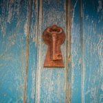 Οι φυλακές της παιδικής μας ηλικίας κρατούν το κλειδί της ελευθερίας μας
