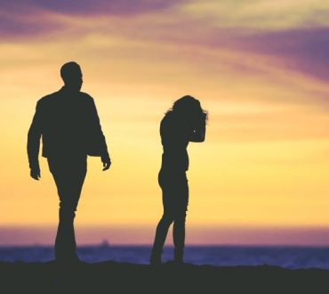 Γιατί ερωτευόμαστε τον λάθος άνθρωπο ξανά και ξανά
