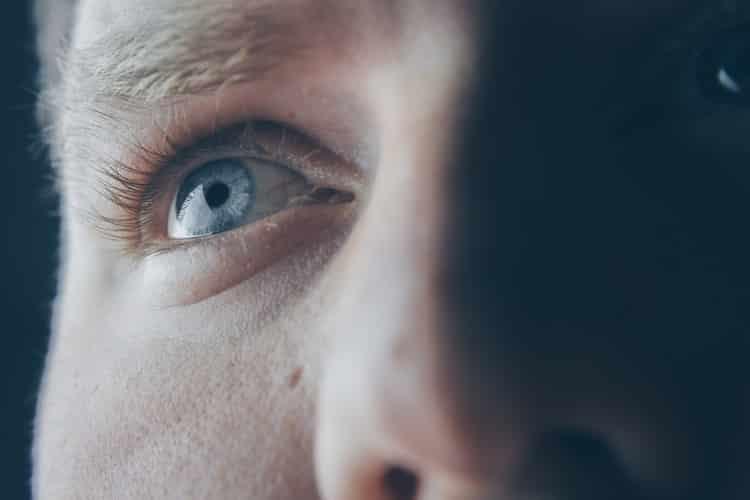 Καταρράκτης ματιού: Ποια είναι τα συμπτώματα και πώς αντιμετωπίζεται