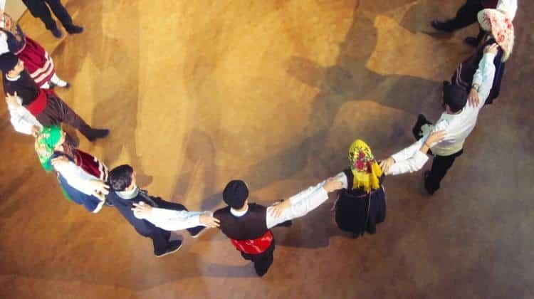 Οι παραδοσιακοί χοροί προστατεύουν τον εγκέφαλο από το γήρας