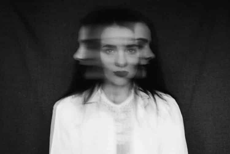 Σχιζότυπη Διαταραχή της Προσωπικότητας: Ποια είναι τα συμπτώματα, οι αιτίες και οι θεραπείες