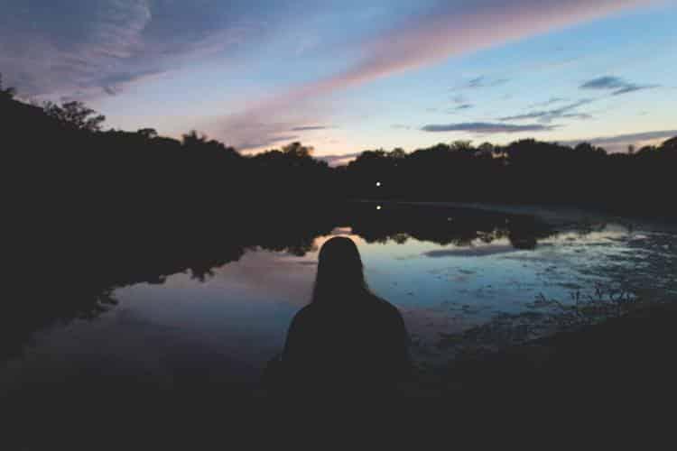 Σχιζότυπη Διαταραχή της Προσωπικότητας: Ποια είναι τα συμπτώματα, οι αιτίες και οι υπάρχουσες θεραπείες