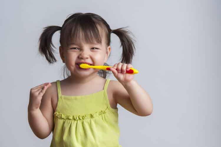 Βούρτσισμα δοντιών: Ποια είναι η σωστή διάρκεια, σύμφωνα με τους επιστήμονες