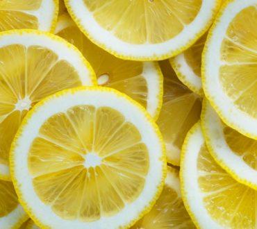4 αναζωογονητικοί τρόποι να χρησιμοποιήσουμε το λεμόνι το καλοκαίρι
