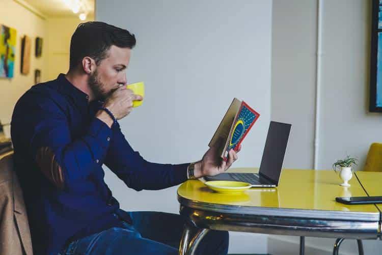Γιατί όσοι διαβάζουν πολλά βιβλία έχουν περισσότερες πιθανότητες να γίνουν επιτυχημένοι