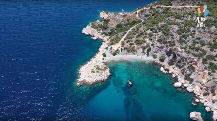 Κόγχη: Ένας μικρός κρυφός παράδεισος γεμάτος Αιγαίο βρίσκεται νότια της Σαλαμίνας (Βίντεο)
