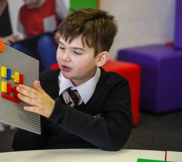 Η Lego κυκλοφορεί στην αγορά τουβλάκια με γραφή Braille για παιδιά με προβλήματα όρασης