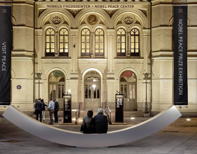 «Παγκάκι της ειρήνης»: Ένα έργο τέχνης στη Νορβηγία που ενθαρρύνει τον ειρηνικό διάλογο
