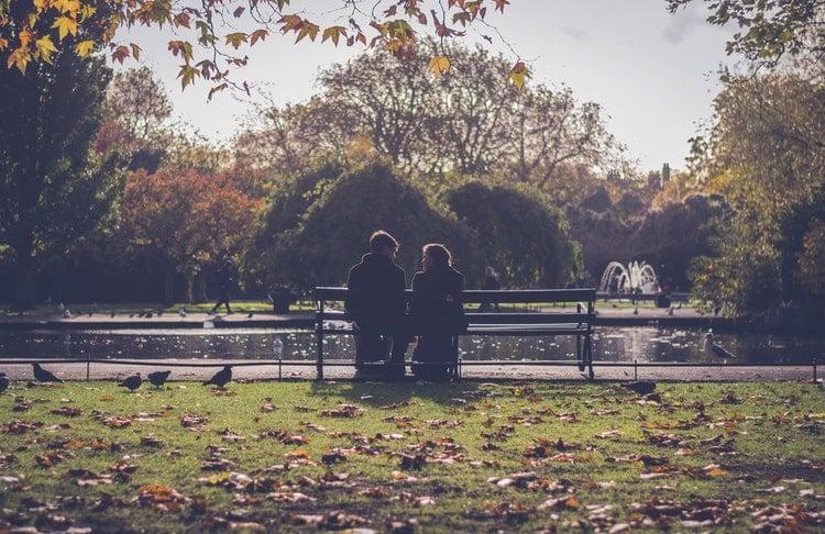 Πώς επηρεάζουν τα αρνητικά συναισθήματα και οι στερεοτυπικές αντιλήψεις τις ερωτικές σχέσεις