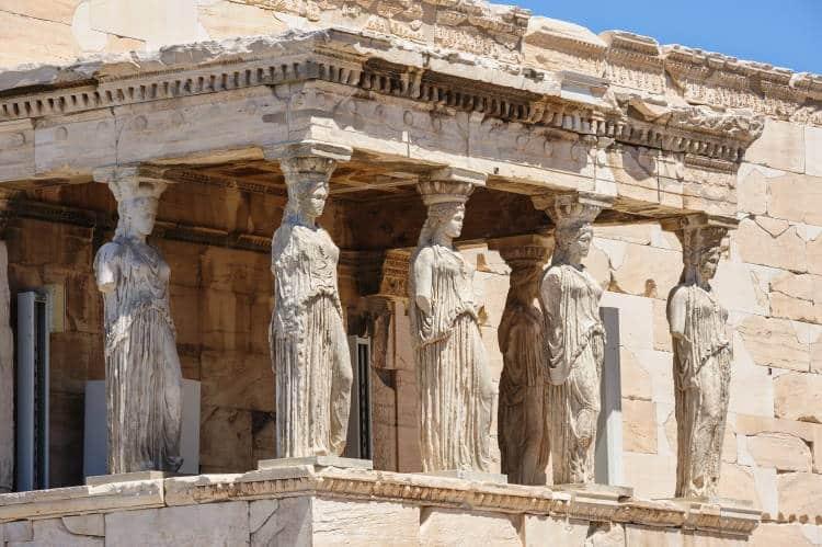 Καρυάτιδες: Πώς οι αρχαίοι Έλληνες συνδύαζαν με αριστοτεχνικό τρόπο την γλυπτική με την αρχιτεκτονική
