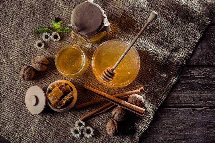 Μέλι και κανέλα: Ένας συνδυασμός με πολλαπλά οφέλη για την υγεία