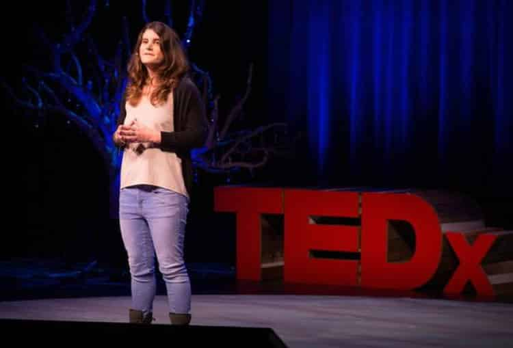 Μόργκαν Βαγκ: Η μικροβιολόγος που μελετά βακτήρια τα οποία τρέφονται με πλαστικό (Βίντεο)