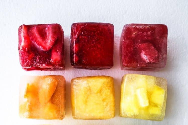 Συνταγή: Παγωμένοι κύβοι φρούτων που προσθέτουν γεύση στο νερό