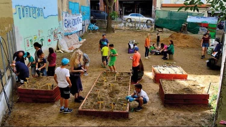 Πάρκο Τσέπης: Κάτοικοι στη Θεσσαλονίκη μετέτρεψαν οικόπεδο σε όαση πρασίνου και παιχνιδιού