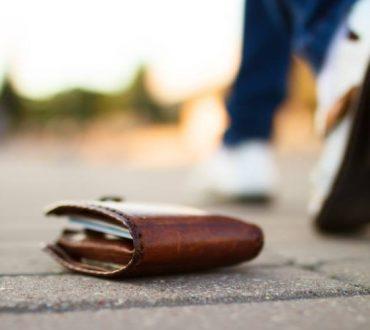 Έρευνα: Είναι πιο πιθανό να επιστρέψουμε ένα χαμένο πορτοφόλι αν περιέχει μεγάλο χρηματικό ποσό