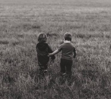 Alan Cohen: «Τα παιδιά είναι ένα δώρο που χρειάζεται να ξετυλίξουμε»
