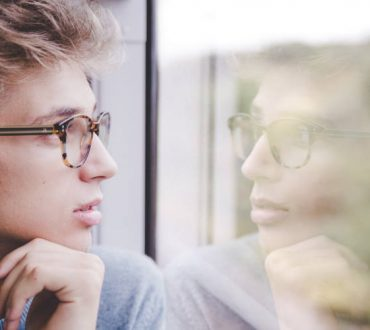 Ο αληθής και ο ψευδής εαυτός: Δύο δυνάμεις που διαμορφώνουν τον ψυχικό μας κόσμο