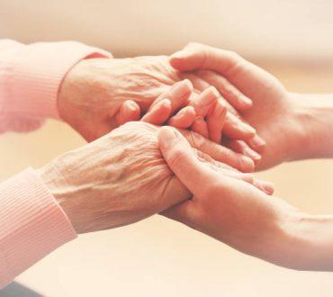 Έρευνα: Επιστήμονες ανέστρεψαν την επιγενετική γήρανση κατά 2,5 χρόνια μέσω ορμονών