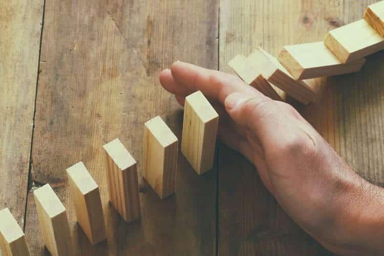 Το φαινόμενο της ψευδούς συναίνεσης και πώς παραμορφώνει τη σκέψη μας