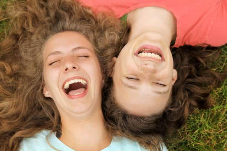 Γέλα! Το παιδί μέσα σου θέλει χαμόγελο για να ζήσει!