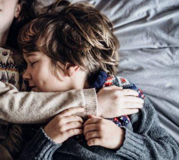 Οι ισχυρές αδελφικές σχέσεις αντιστρέφουν τις αρνητικές επιδράσεις των οικογενειακών συγκρούσεων
